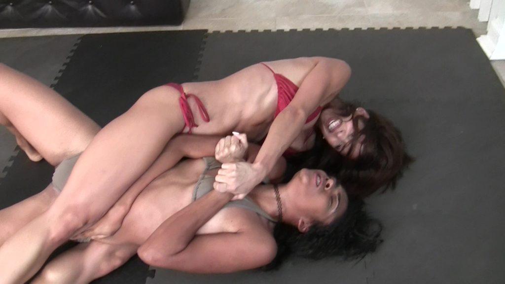 Bodyscissors - Eden Sins vs Ynes Finesse - 2019 - Exotic Female Wrestling - (REAL)