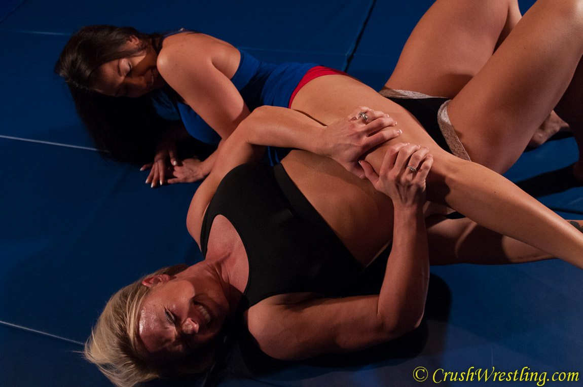 Britney Squeeze vs Brenda Backbreaker - Bodybuilder Wrestling from Crush Wrestling!